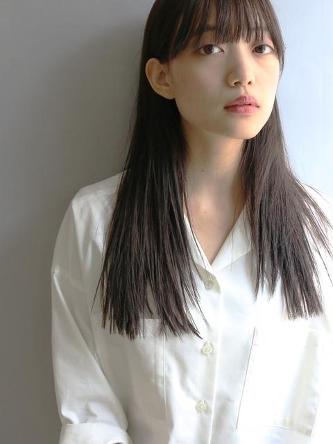 黒髪のストレートヘア