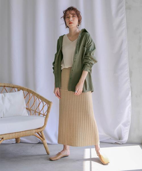 リブニットスカートを使ったコットンシャツコーデ