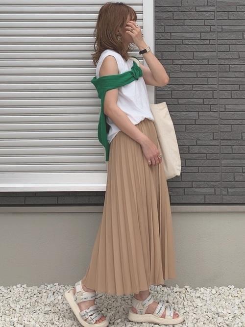 ユニクロのプリーツスカートの夏コーデ
