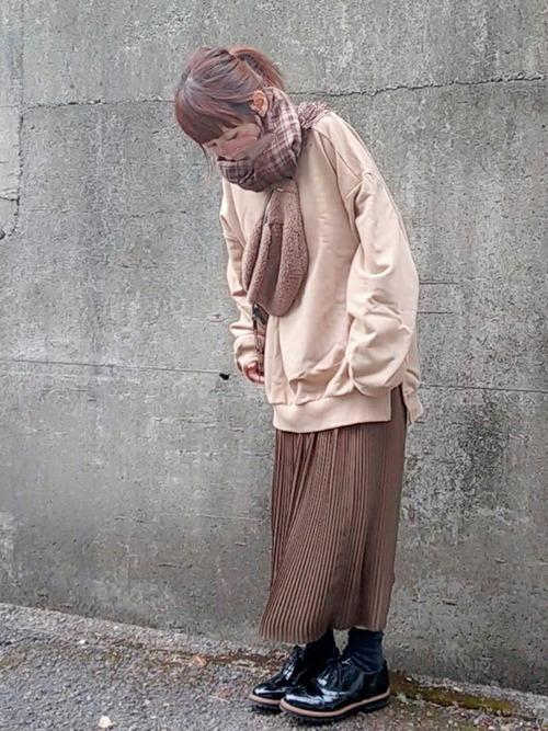 ユニクロのブラウンプリーツスカートのコーデ