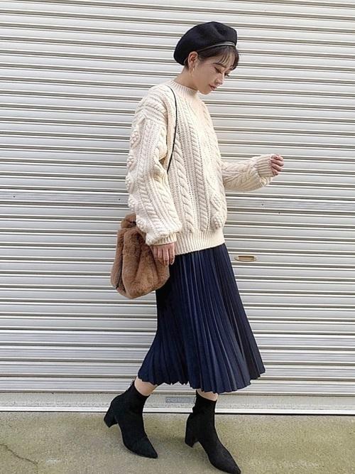 ユニクロのネイビープリーツスカートのコーデ