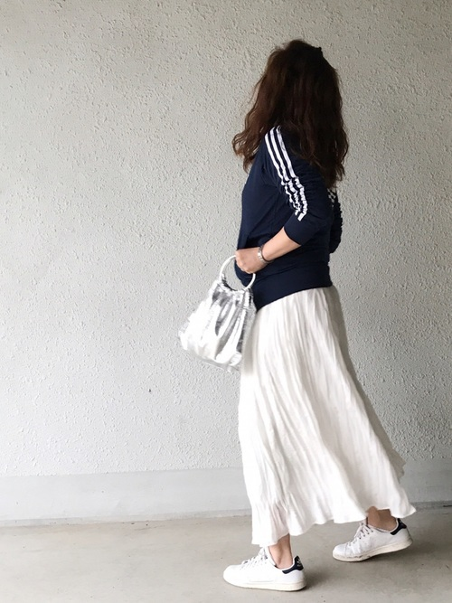 adidas(アディダス)トラックトップジャージ×フレアスカート