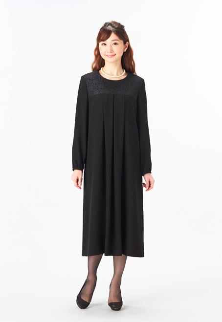 黒ワンピースを使った家族葬の服装