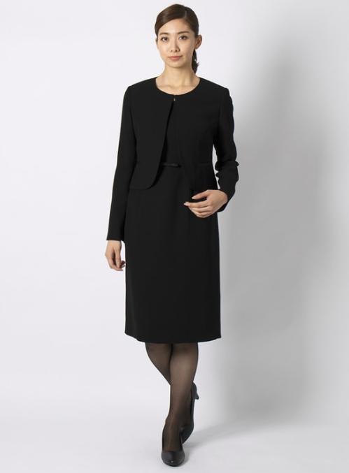 ブラックフォーマルアンサンブルを使った家族葬の服装