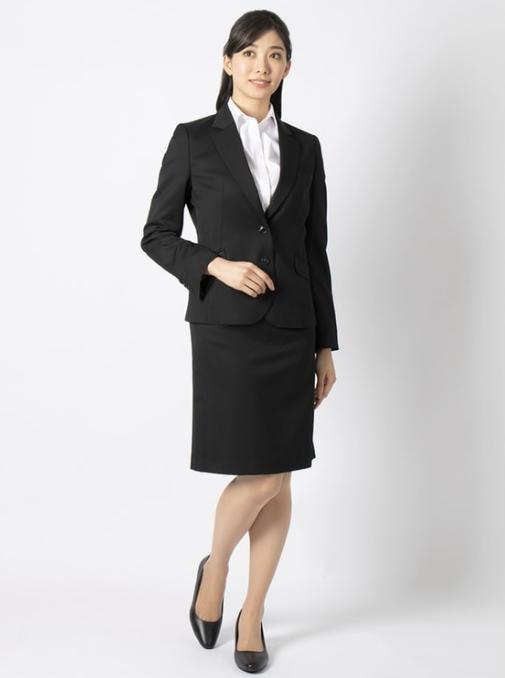 セットアップスーツを使った家族葬の服装