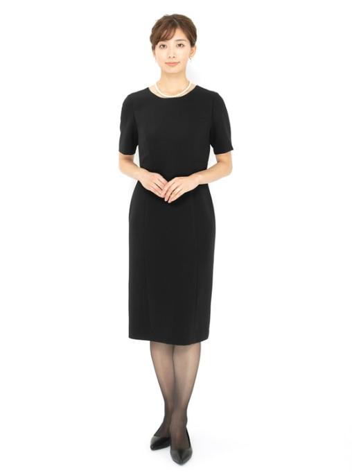半袖ワンピースを使った家族葬の服装