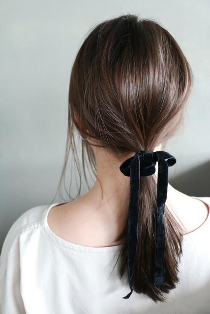 セミロングのポニーテールヘア