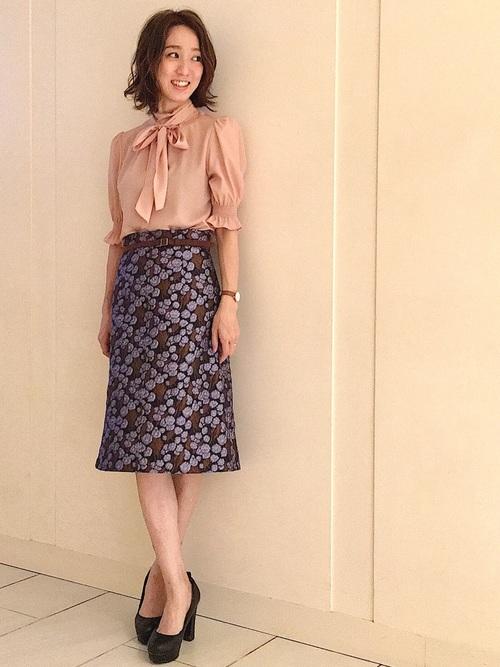 半袖リボンブラウス×柄スカート