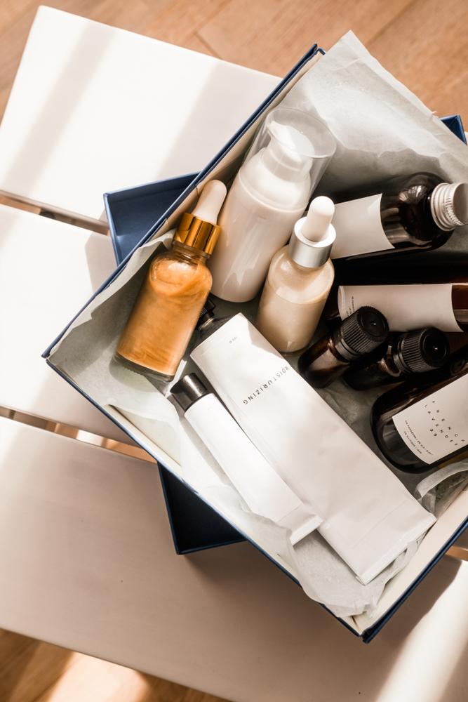 20代の基礎化粧品を入れたボックス