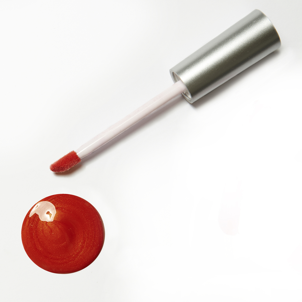 赤い色のリップグロス