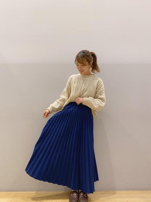 アランニット×ロイヤルブルーのスカート