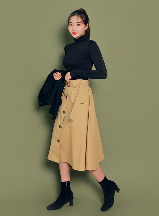 トレンチミディスカートを使ったカフェ面接の服装