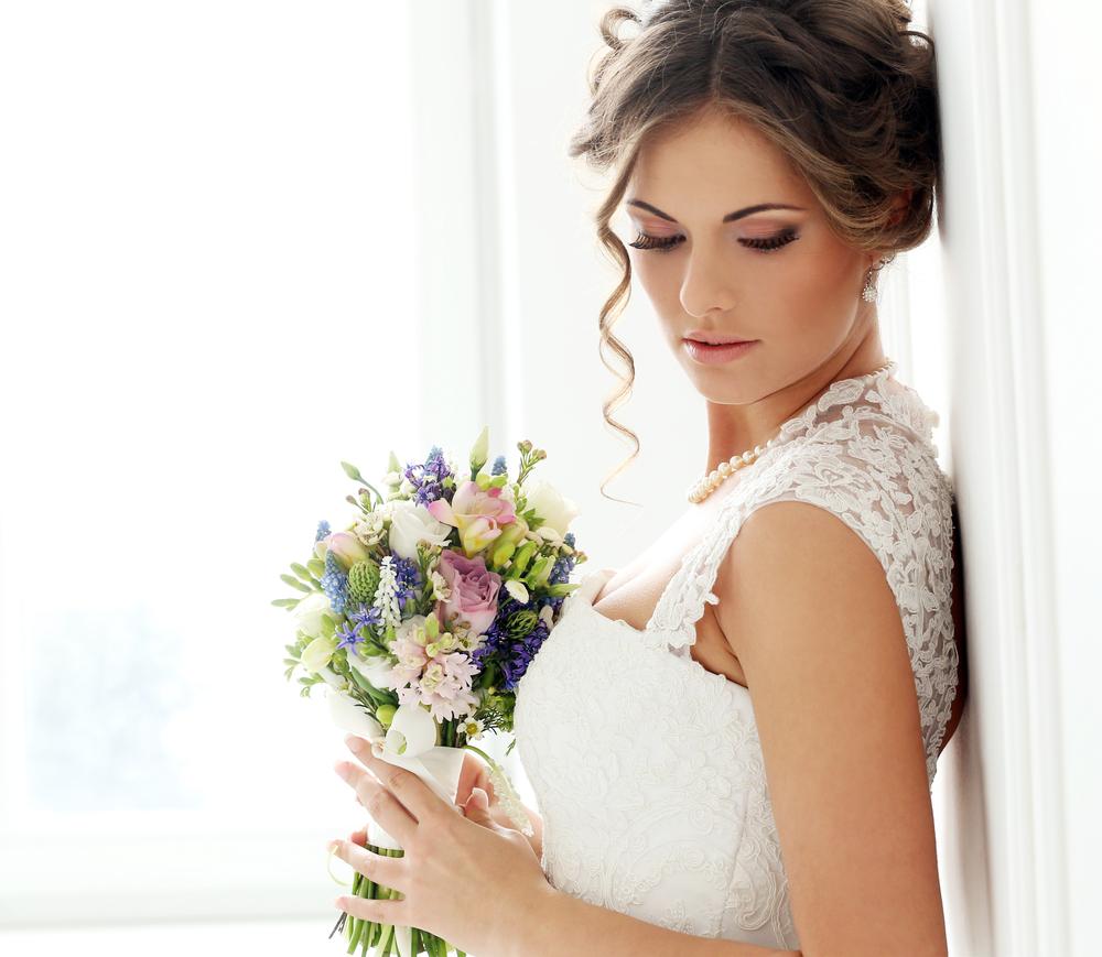 伏し目がちな花嫁