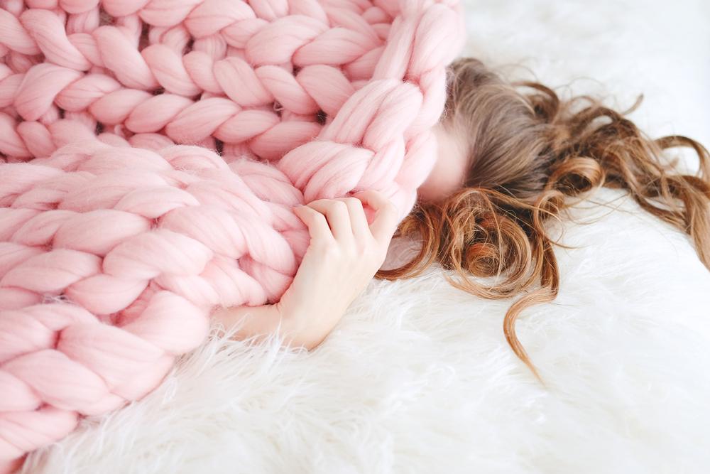 お尻のセルライト対策で睡眠不足を解消している女性