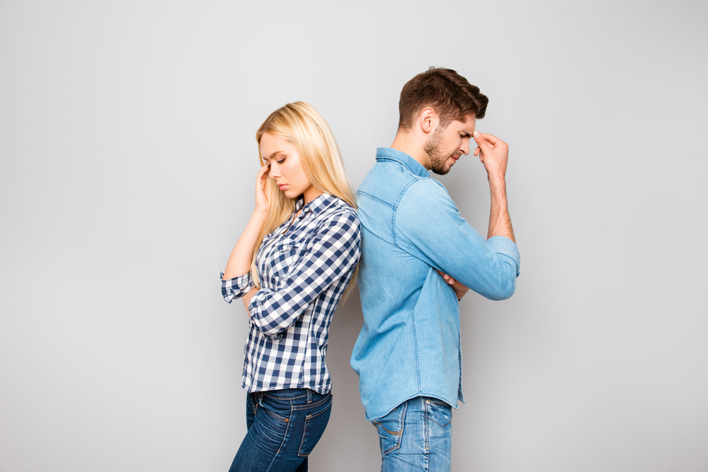 嫉妬深い彼氏に困っている女性