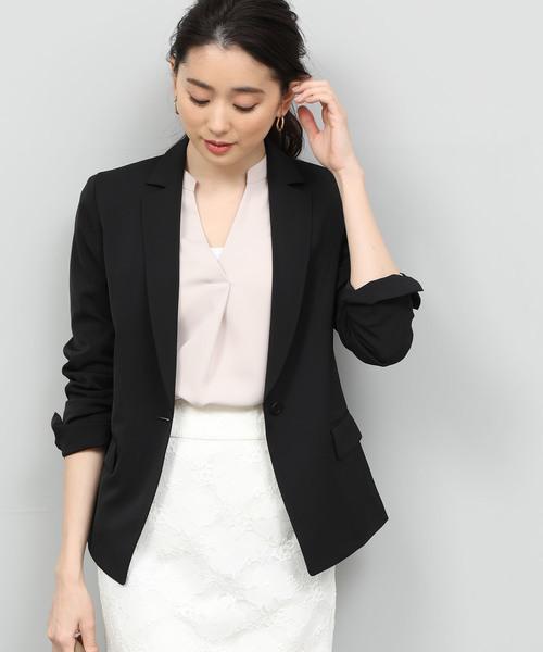 秘書の服装におすすめの黒ジャケットのコーデ