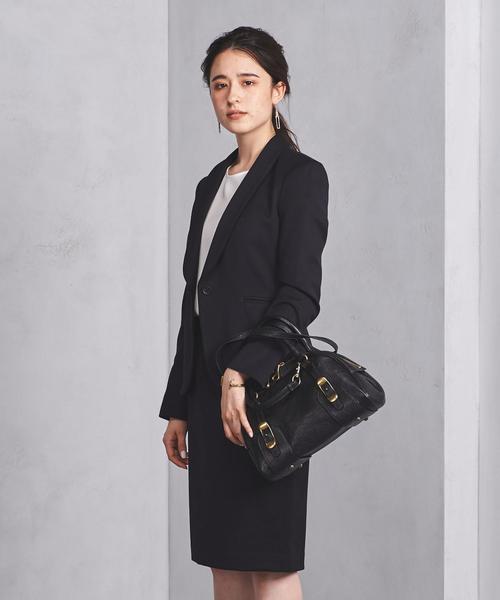 秘書の服装におすすめの濃紺スーツのコーデ
