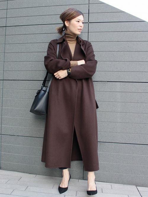 ブラウンのウールコートを使ったコーデ