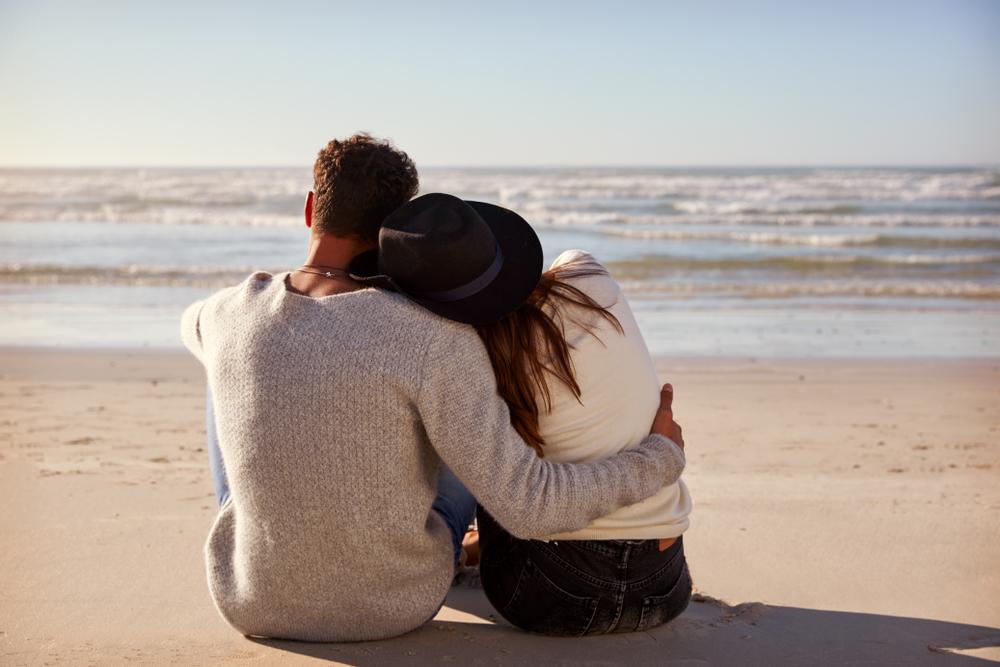 ロマンチックな海デート