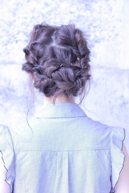ショートヘアのアップスタイル