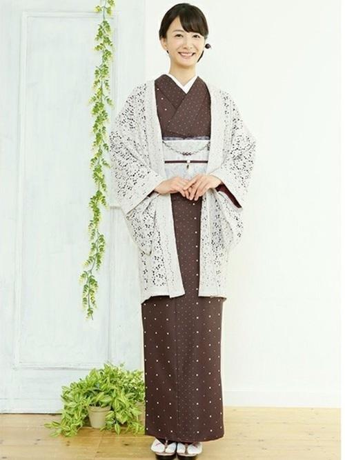 暗めカラーの着物×明るめカラーの羽織のコーディネート