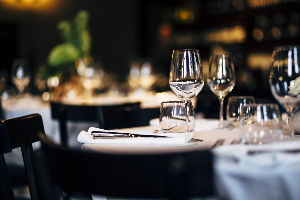 ホテルのディナーテーブル