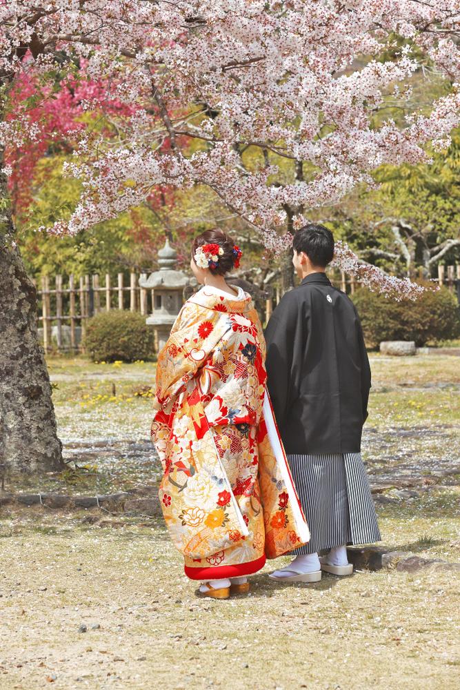 色打掛を着た和装婚