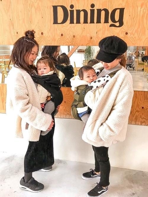 抱っこ紐を使った冬の乳児ママコーデ