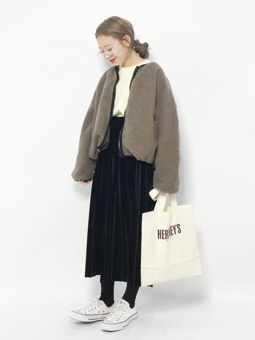プリーツスカートを使った冬の乳児ママコーデ