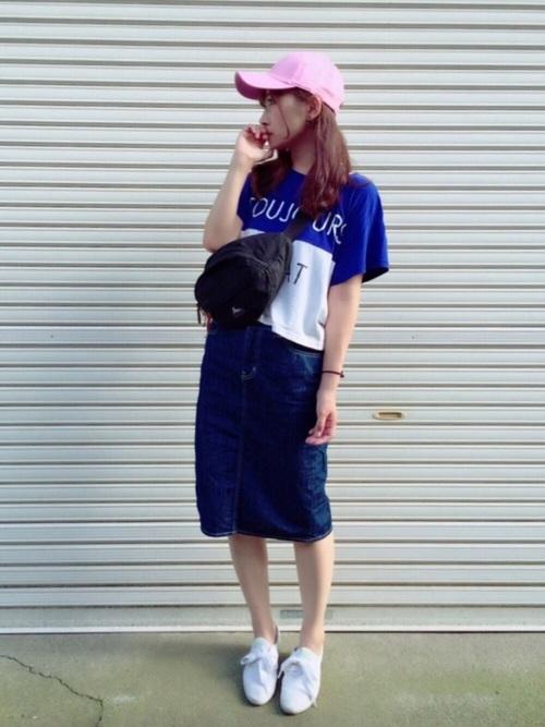 Tシャツ×デニムスカートコーデ