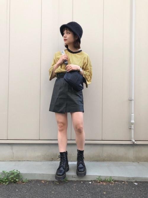 ベル型帽子×スカートコーデ
