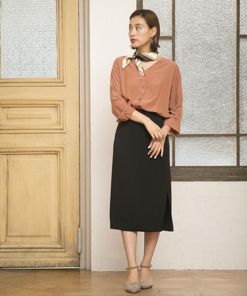 カラーシャツ×ミモレ丈スカート