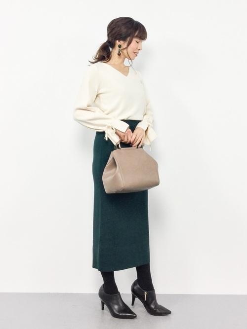 グリーンのタイトスカート