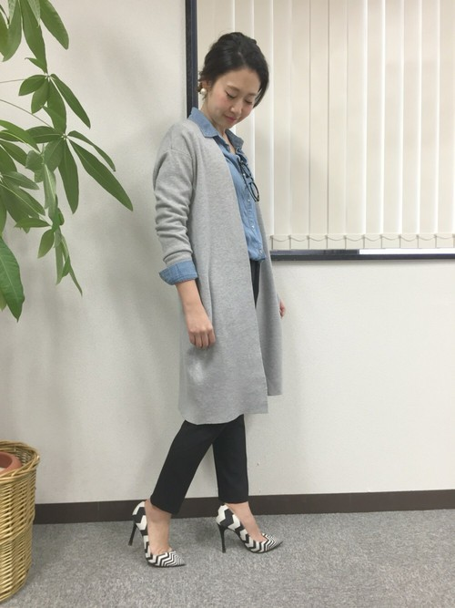 ロングカーディガンを使った教師の服装