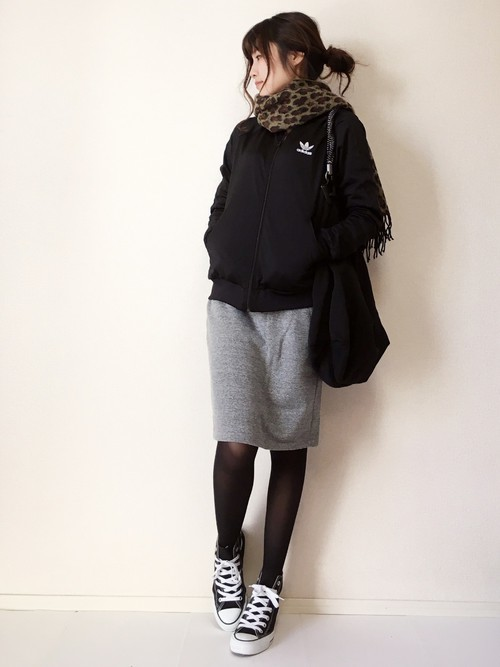 アディダスのジャージを使った教師の服装