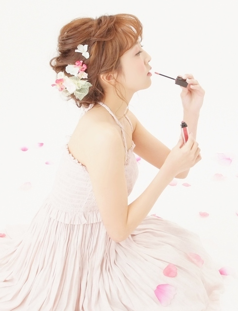 シニヨンヘアとお花のヘアアクセサリー