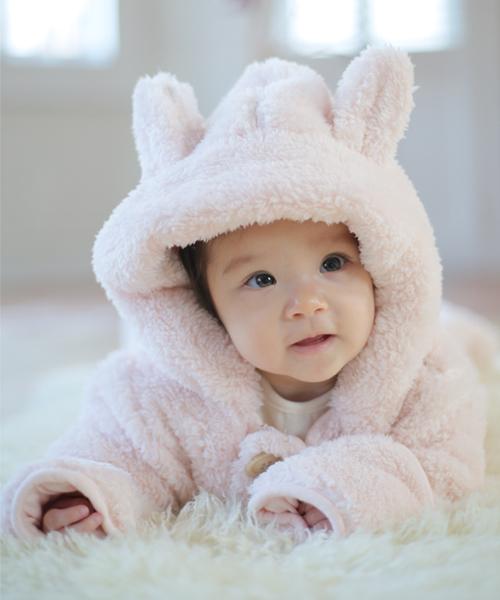 新生児のお出かけ用冬服コーディネート