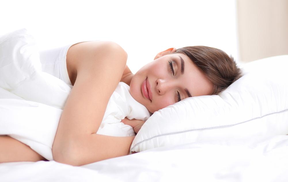 理想の体重になるために睡眠不足を解消している身長166cmの女性