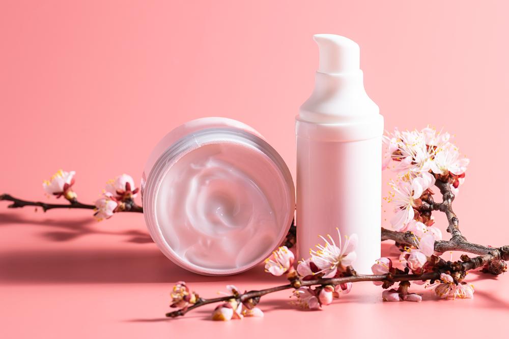 美白乳液とクリームの写真