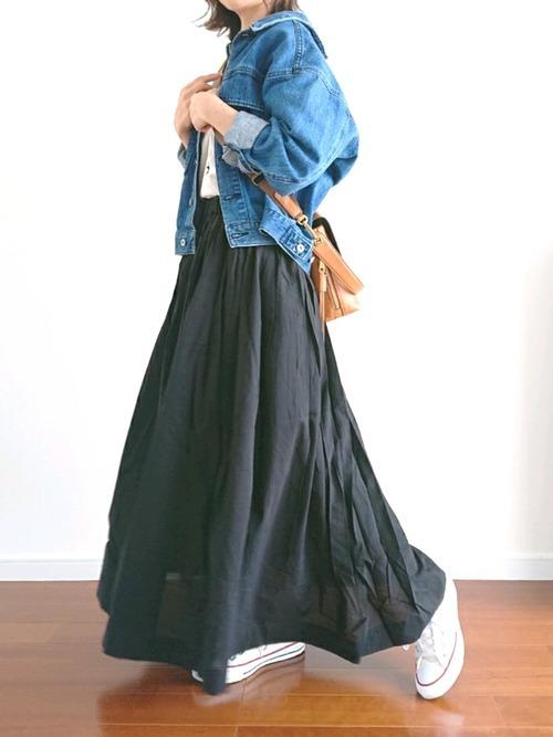 黒のロングスカートコーデ