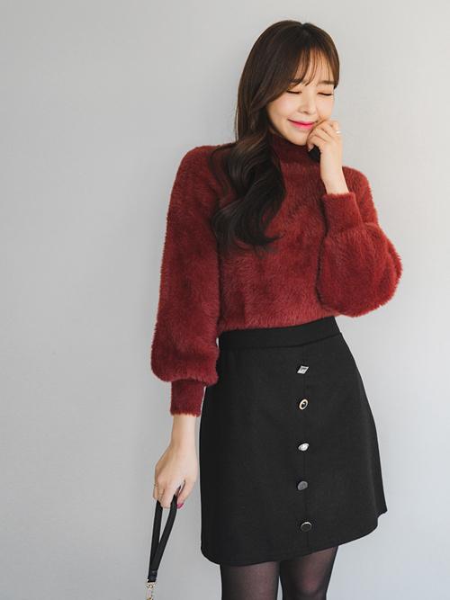 バレンタインにおすすめのボルドーニット×黒スカート