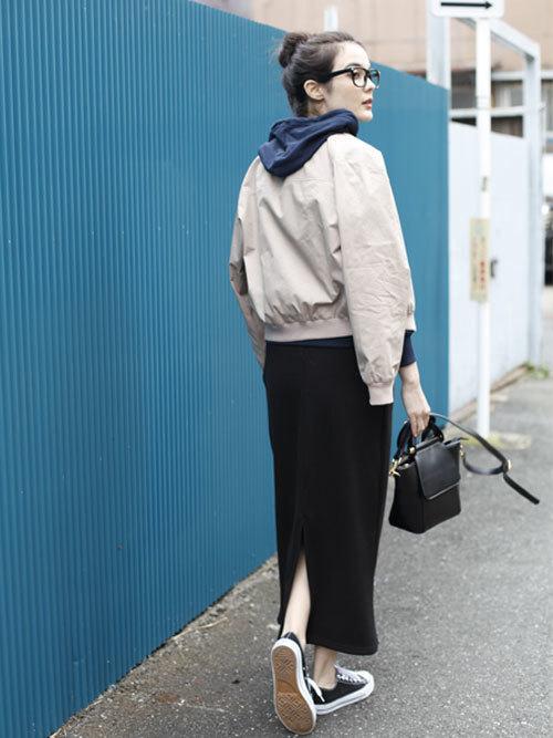 マキシ丈黒タイトスカートのコーデ