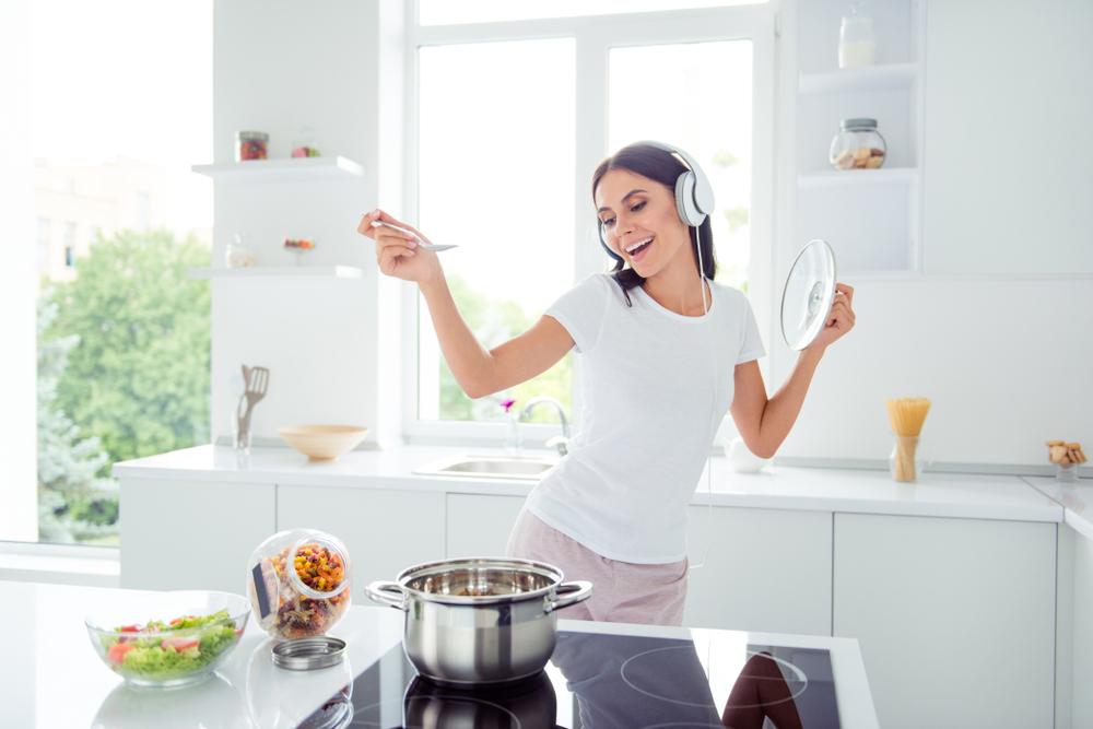 7日間スープダイエットをしている女性