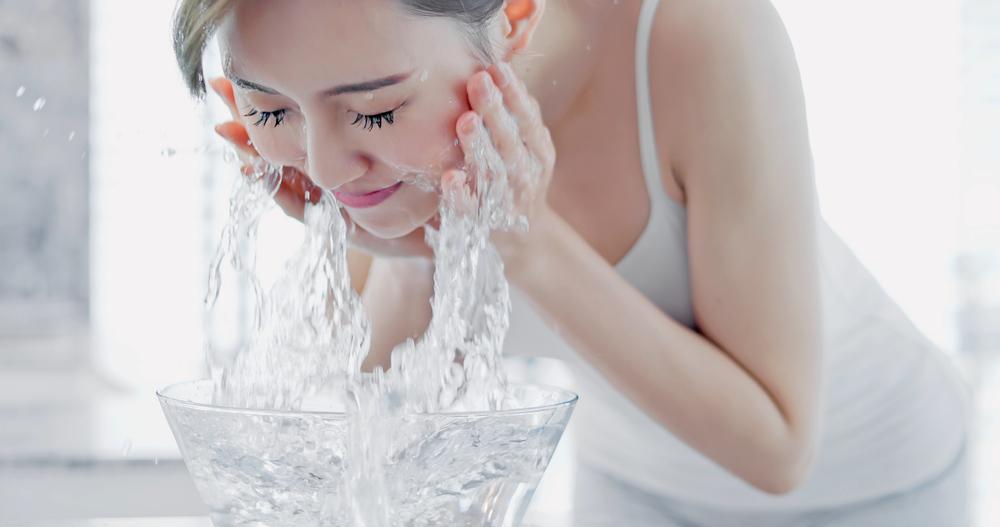 夕方のくすみ肌を予防する洗顔