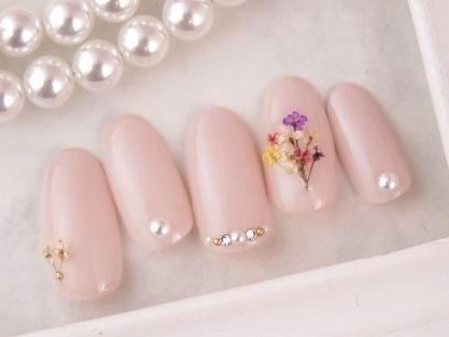 押し花とピンクのワンカラーネイル