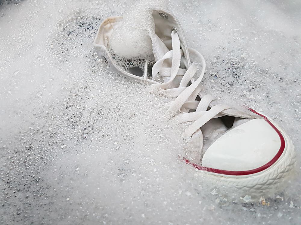 スニーカーのつけおき洗い