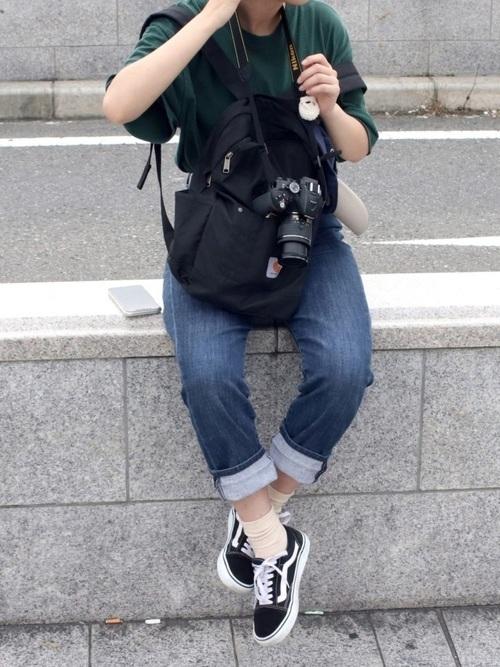 デニムパンツを使ったカメラマンの服装