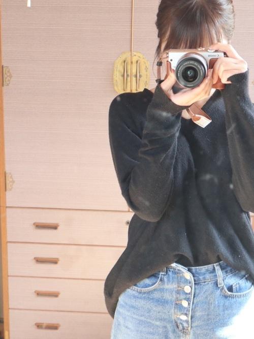 黒ニットを使ったカメラマンの服装