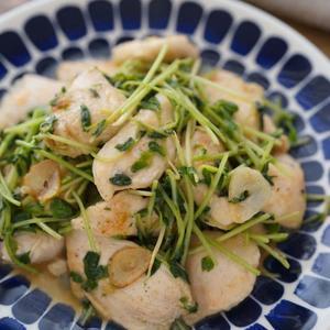 鶏胸肉と豆苗の黒胡椒炒めのレシピ