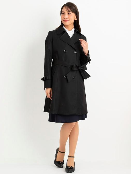 スーツを使った黒トレンチコートコーデ
